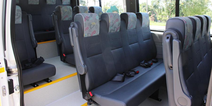 Transporte Escolar - vista lateral - adaptação de van