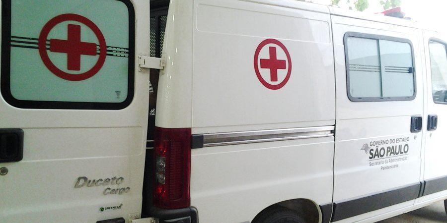 Ambulância para transporte de presos