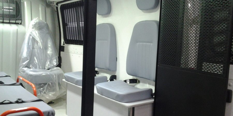 Ambulância para transporte de presos - interna direita