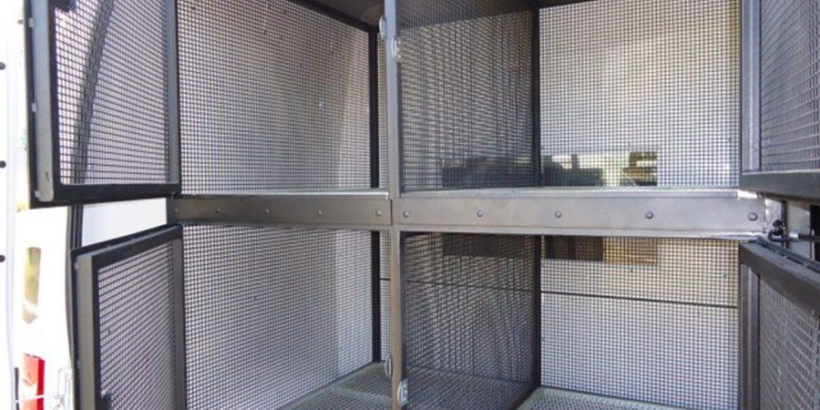 Transformacao de Van em Viatura para Transporte de Cães - detalhe vista traseira